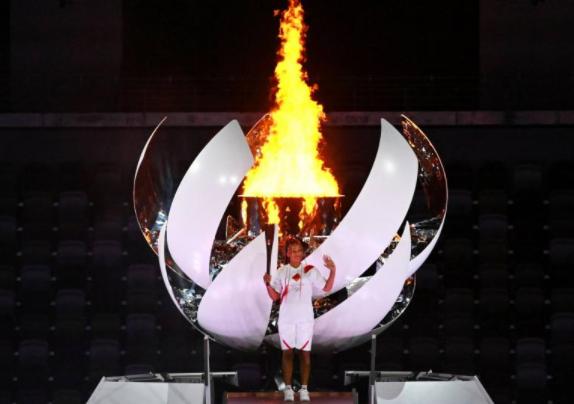 日本女網球手大坂直美點燃奧林匹克聖火資料圖片