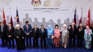اجلاس کوالالامپور با حضور سران ۲۰ کشور اسلامی، در پایتخت مالزی. چهارشنبه ۲٧ آذر/ ۱۸ دسامبر ٢٠۱٩