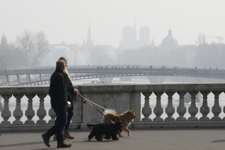 Последний пик загрязнения в Париже был отмечен в марте 2016.