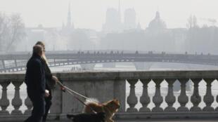 Paris, un jour de pic de pollution, en mars 2016.