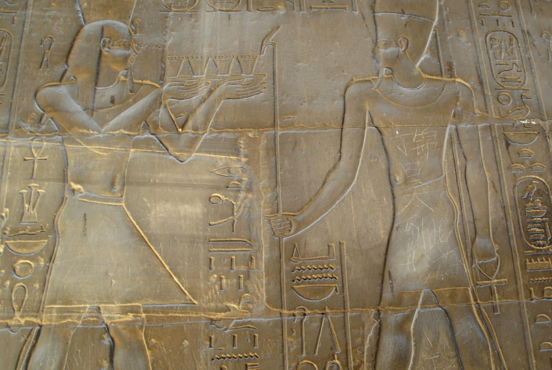"""""""Đinh Cẩm Hạo đã đến đây"""" dòng chữ vẽ bậy trên di tích cổ Louxor, Ai Cập (REUTERS)"""