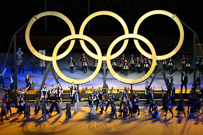 Les anneaux olympiques lors de la cérémonie d'ouverture des Jeux olympiques de Tokyo, le 23 juillet 2021 au stade olympique de la capitale japonaise