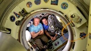 O astronauta francês Thomas Pesquet e o russo Oleg Novitski retornaram nesta sexta-feira à Terra após passarem 200 dias na Estação Espacial Internacional (ISS).