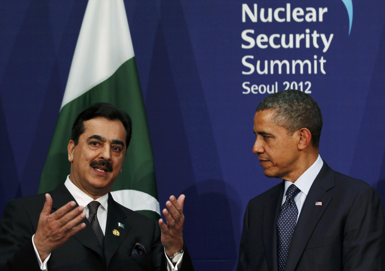 US President Barack Obama (R) with former Pakistani PM Yusuf Raza Gilani