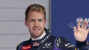 Sebastian Vettel, da Red Bull, acena após a conquista de mais uma pole position na carreira, desta vez para o GP da Coreia do Sul, neste domingo.