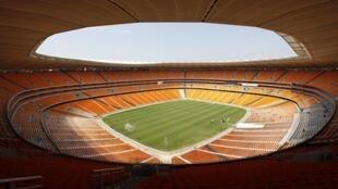 Le stade Soccer City de Johannesburg - rebaptisé Stade national pour la CAN 2013 - trouvera-t-il assez d'amateurs pour occuper ses 95.000 sièges ?.