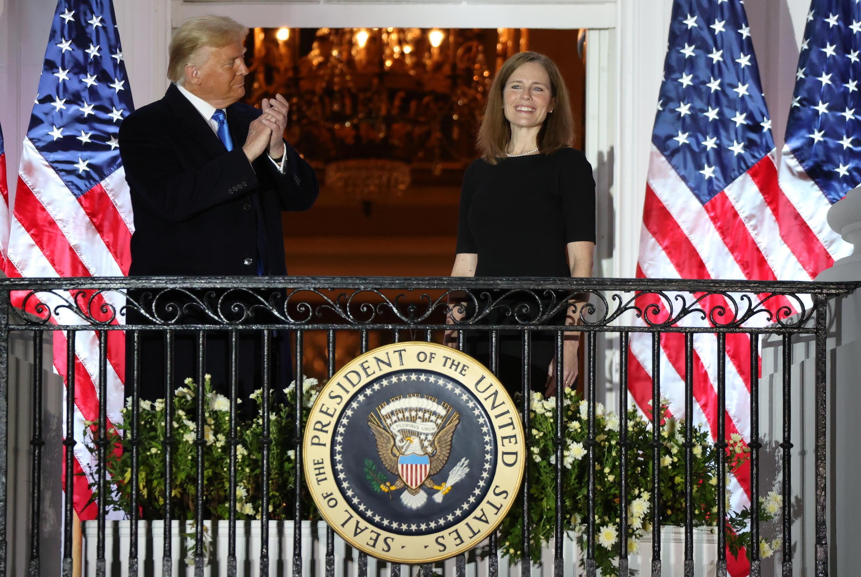 Судья Верховного суда США Эми Кони Барретт и президент Дональд Трамп