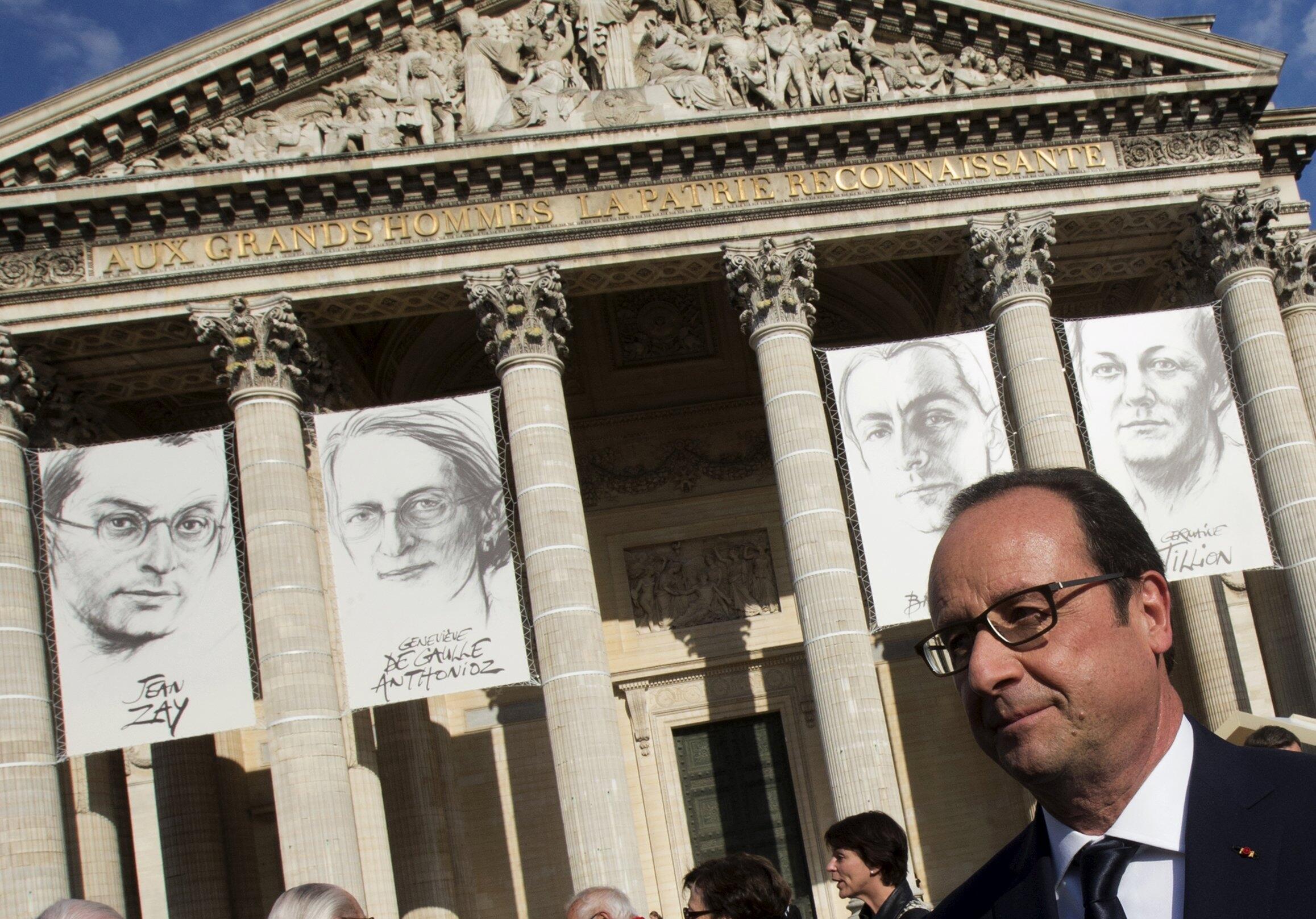 François Hollande in front of portraits of Germaine Tillon, Geneviève de Gaulle Anthonioz, Pierre Brossolette  Jean Zay at the Panthéon, 27 May 2015