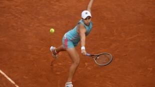 L'Australienne Ashleigh Barty face à la Polonaise Iga Swiatek en 8e de finale de l'Open de Madrid, le 3 mai 2021