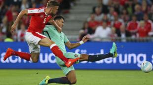 Campeão europeu, Portugal, à luta com a Suíça em Basileia a 6 de Setembro de 2016