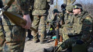 Украинские силовики в Мариуполе
