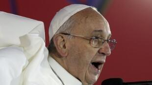 Le pape François prononce un discours durant les JMJ, sur la plage de Copacabana au Brésil, le 25 juillet 2013.