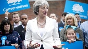 Theresa May apoiada por militantes do Partido Conservador