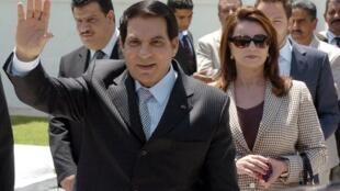 Zine el-Abidine Ben Ali photographié avec sa femme Leila le 9 mai 2010, un an avant le soulèvement populaire qui le chassera du pouvoir.