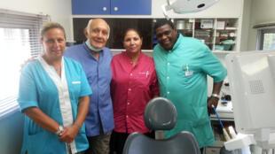 L'équipe du bus social dentaire. De gauche à droite - Valérie Maximin, docteur Jean-Albert Rivierez, Katia Saidi, David Hubert, le chauffeur, le « garde de corps » et doyen de l'équipe.