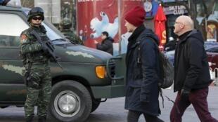 Trung Quốc tăng cường an ninh tại khu phố đông người Sanlitun-Bắc Kinh. Ảnh ngày 24/12/2015.