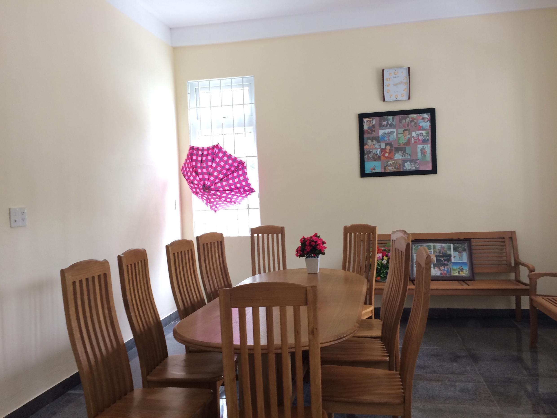 Phòng khách của một gia đình tại Làng Trẻ em SOS Huế