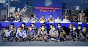 Nhóm ngư dân Việt Nam tại căn cứ hải quân Songkhla, Thái Lan. (Ảnh chụp màn hình báo The Nation, ngày 16/02/2020)
