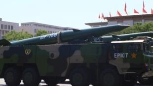 网传中国阅兵式上的东风-15导弹 资料照片