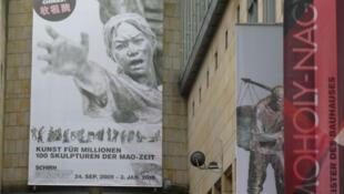 中国大型泥塑刘文彩的收租院09年运往德国法兰克福展出