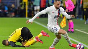 Le défenseur parisien Layvin Kurzawa déborde le Belge du Borussia Dortmund, le 18 février 2020 au Signal Iduna Park