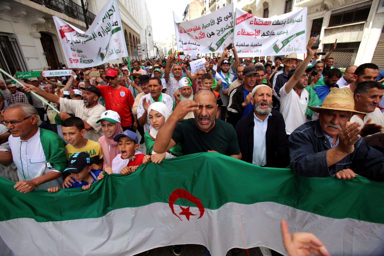 Người dân Algeri lại xuống đường lần thứ 16 phản đối chế độ, thủ đô Alger, ngày 07/06/2019.