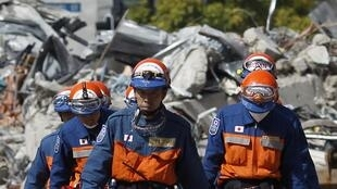 Equipos de rescate japoneses en Christchurch, Nueva Zelanda 24 de febrero de 2011.