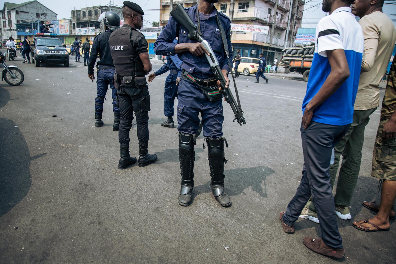 Maafisa wa polisi wakati wa maandamano ya muungano wa upinzani Lamuka yaliyopigwa marufuku huko Kinshasa, Juni 30, 2019.