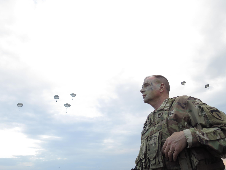 General Ben Hodges, ex-comandante-geral das forças dos Estados Unidos na Europa, durante um exercício militar da Otan na Bulgária.