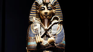 Один из золотых саркофагов, в котором хранились внутренние органы Тутанхамона