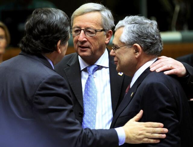 លោកJean-Claude Junker  (កណ្តាល) ប្រធាននៃក្រុមប្រទេស Eurogroupe