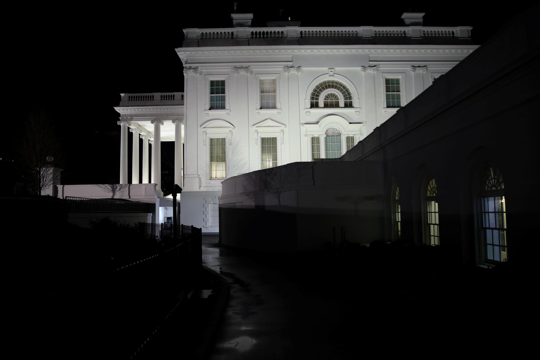 Dès l'annonce de l'attaque iranienne, le secrétaire d'Etat, le secrétaire à la Défense et le vice-président se sont précipités à la Maison Blanche. Une adresse à la nation du président a été envisagée dans la soirée, puis finalement reportée.