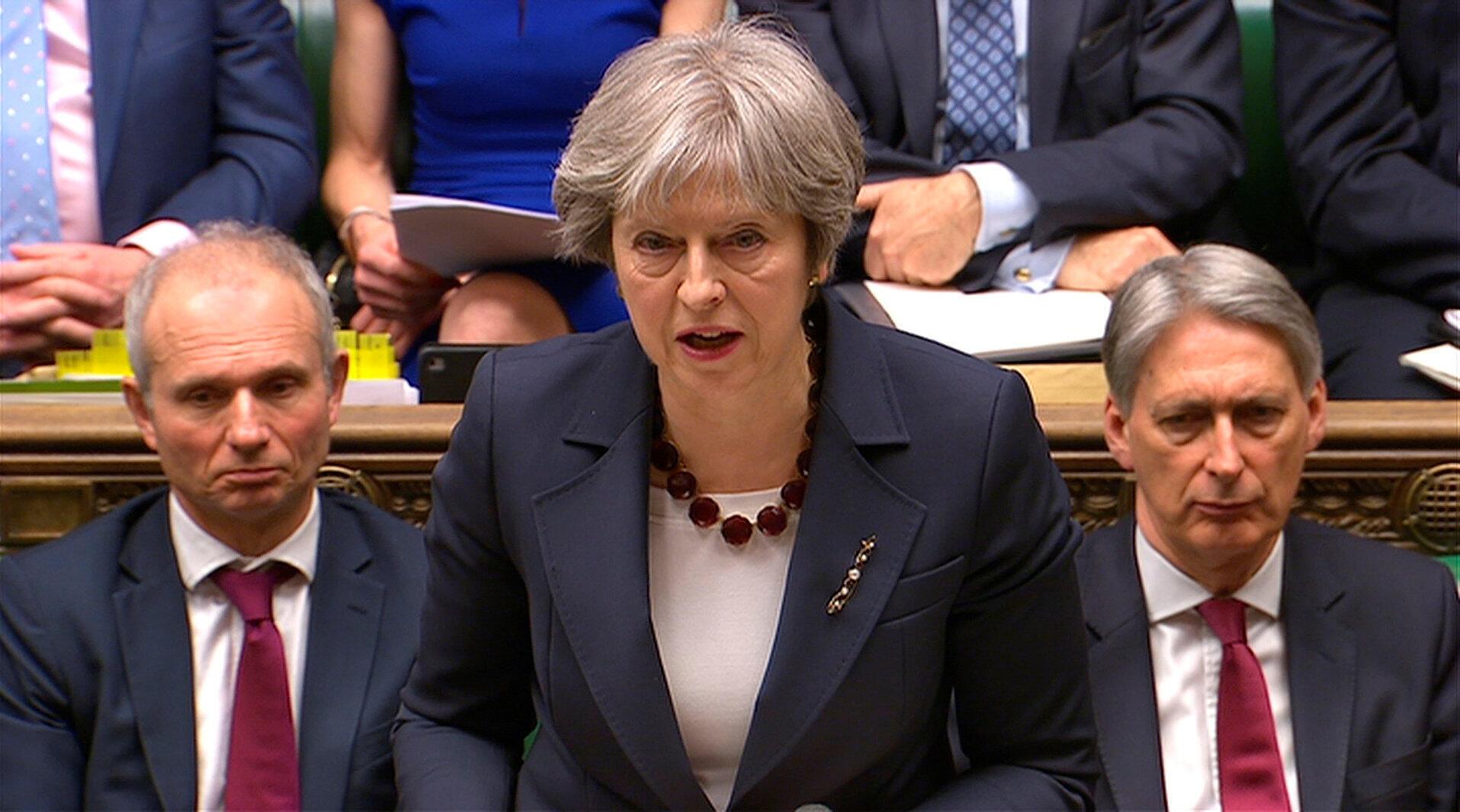 A primeira-ministra britânica, Theresa May, no Parlamento britânico nesta quarta-feira (14).