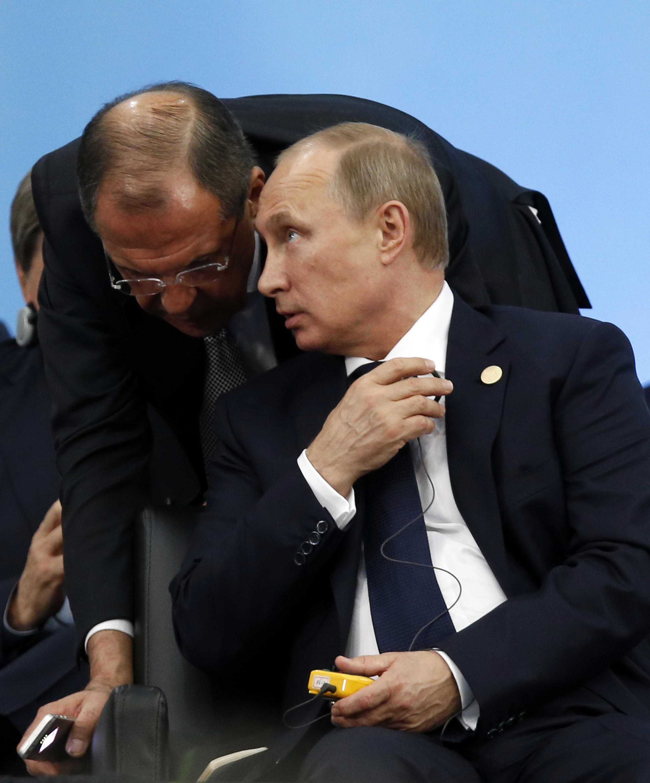 Ngoại trưởng Serguei Lavrov và Tổng thống Nga Putin - REUTERS /Paulo Whitaker