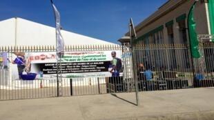 La lutte contre Ebola s'invite au sommet de la Francophonie. C'est un thème sur lequel portera une discussion entre les officiels et les autorités sénégalaises organisent des campagnes de sensibilisation sur les lieux du sommet.