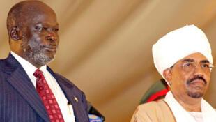 John Garang et Omar el-Béchir, à Khartoum, en 2005.