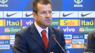 Novo treinador da seleção brasileira, Dunga, em conferência de imprensa no Rio de Janeiro.