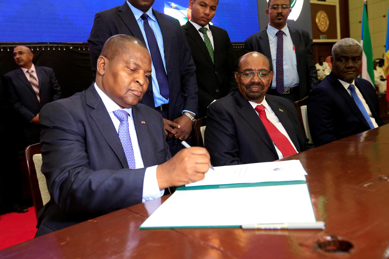 Le président centrafricain Touadéra, lors de la signature de l'accord de paix à Khartoum, le 5 février 2019.
