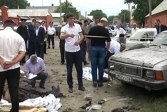 19 августа на похоронах Илеза Коригова в Селе Сагопши смертник подорвал полицейских