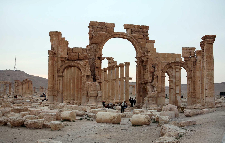 Du khách tham quan thành cổ Palmyra 2000 năm tuổi tại Syria. Ảnh chụp ngày 14/04/2007.