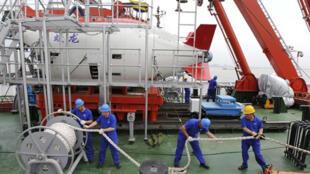 Tàu lặn có người điều khiển Giao Long của Trung Quốc