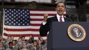 Barack Obama en visite sur la base militaire américaine de Osan, en Corée du Sud, le 19 novembre 2009.