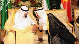 Sarki Abdallah na kasar Saudiya tare da Sarkin Kuwait heikh Sabah al-Ahmad al-Sabah  a taron kasashen Musulmi a birnin Makkah