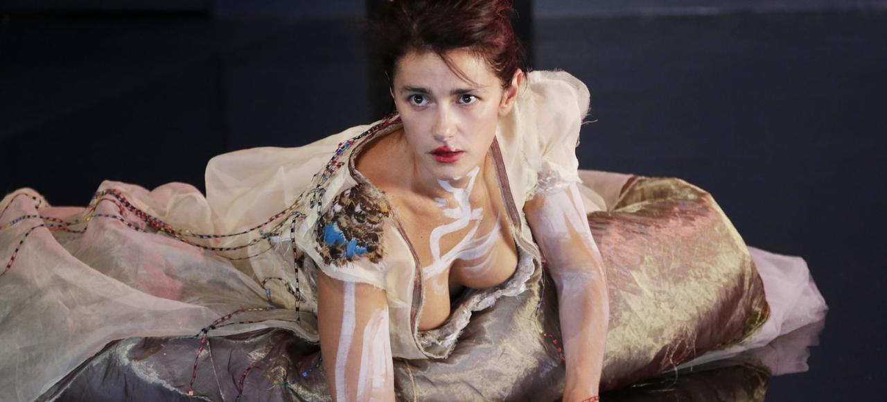 La comédienne Marie Vialle dans la pièce «Princesse vieille reine» au Théâtre du Rond Point.
