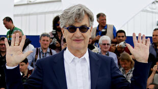 O cineasta alemão Wim Wenders apresenta em Cannes seu filme sobre o papa Francisco.