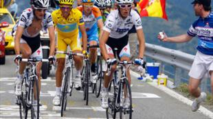 De g. à d.: Frank Schleck, Alberto Contador et Andy Schleck, le podium du Tour.