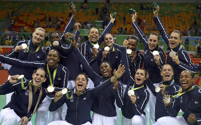 Les Françaises ont remporté la première médaille olympique de l'histoire du handball féminin tricolore.