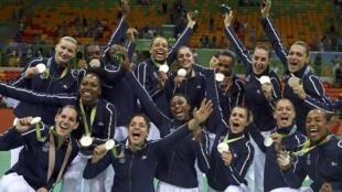 Les Françaises ont remporté la première médaille olympique de l'histoire du handball féminin tricolore. JO à Rio, en 2016.