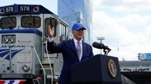 Le président américain Joe Biden a fait la promotion du chemin de fer et de l'Amtrak, la compagnie de trains nationale, à Philadephie, le 30 avril 2021.