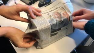 El papel de diario, una solución ecológica para los regalos navideños.